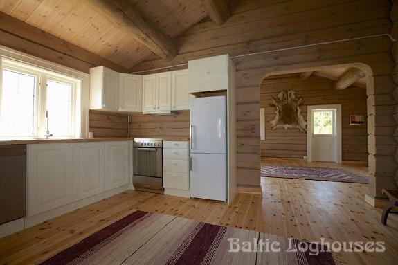 hand crafted log house käsitöö palkmaja, baltic loghouses. Köök - elutuba. Laftehytte norras
